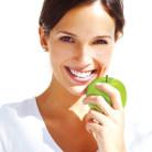 Elma İle Gelen Kadın Güzelliği